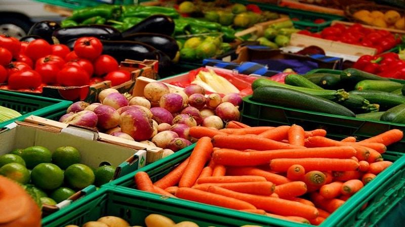 выкладка фруктов и овощей