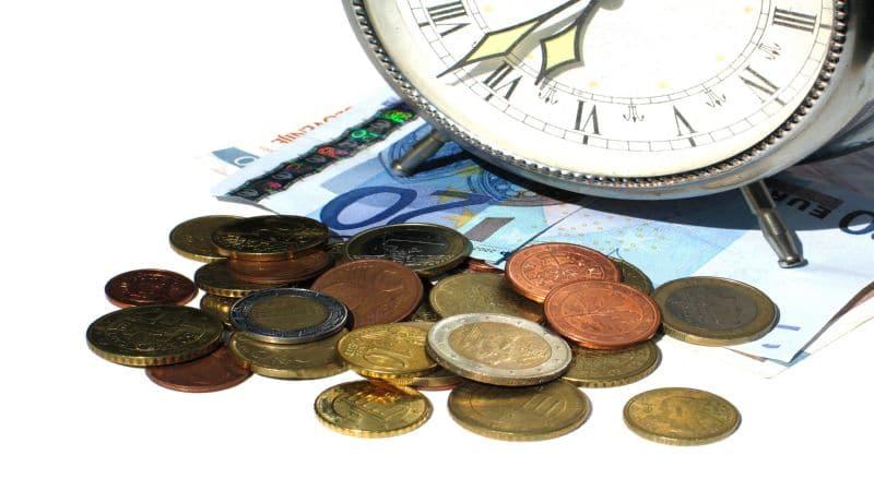повременная оплата труда применяется в случаях